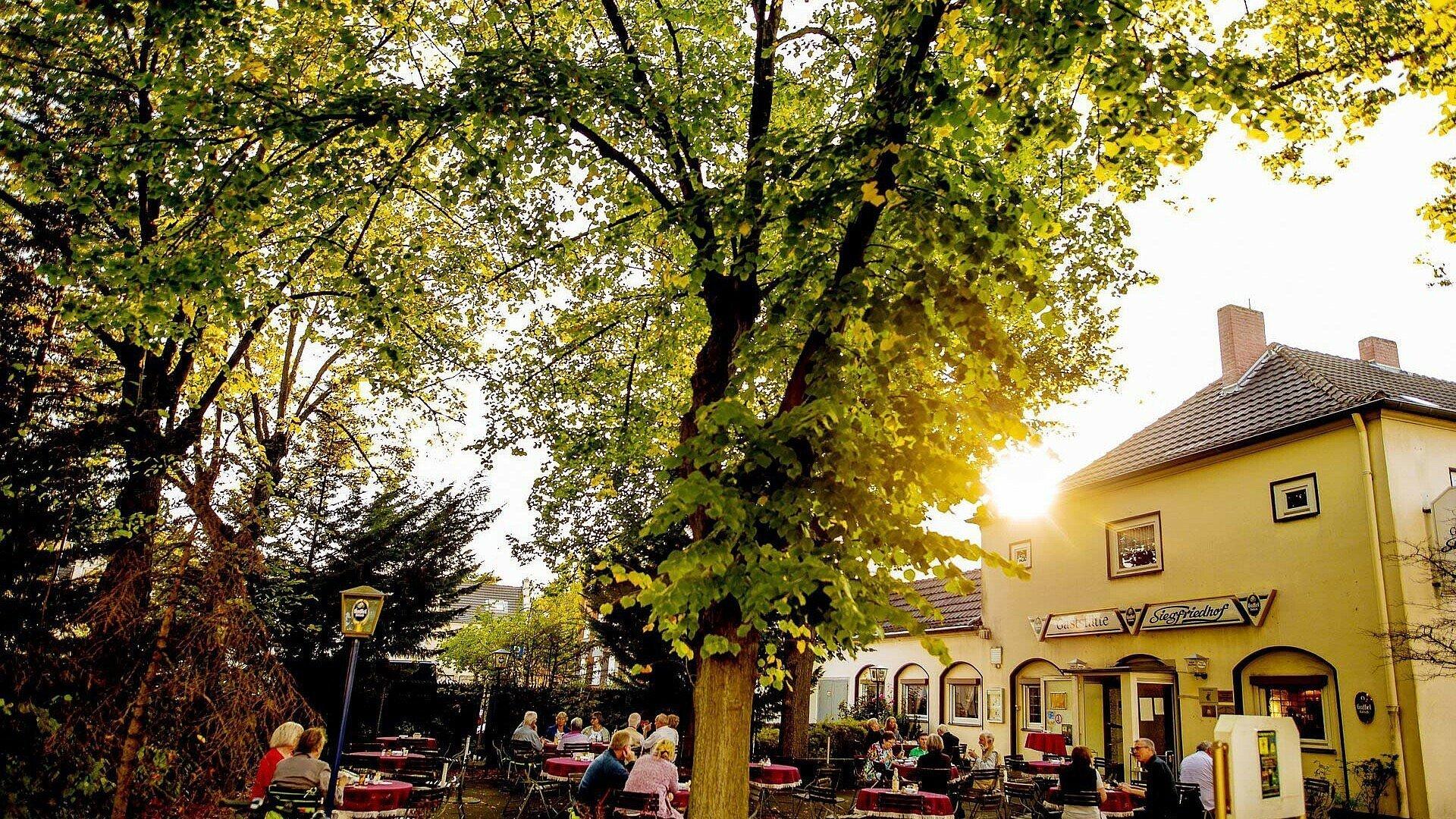 Biergarten Siegfriedhof in Mauenheim