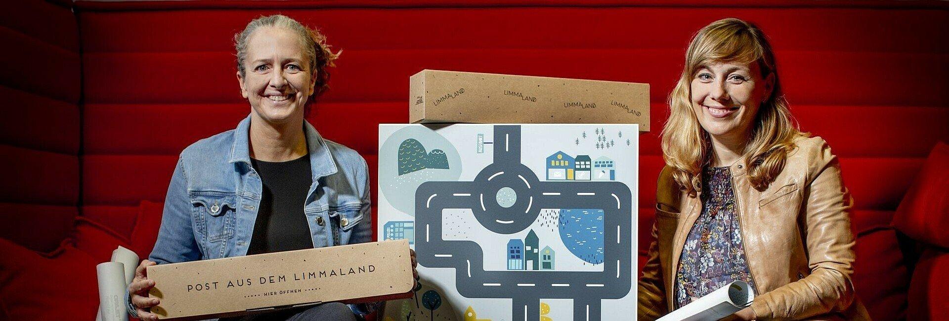 """""""Limmaland""""-Gründerinnen Steffi und Rabea mit ihren Möbelfolien"""