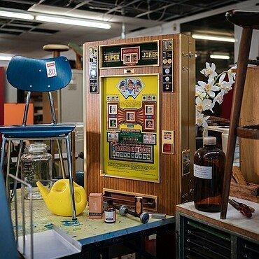 """Ein alter Spielautomat im """"Taku Taku"""" in Neuehrenfeld"""