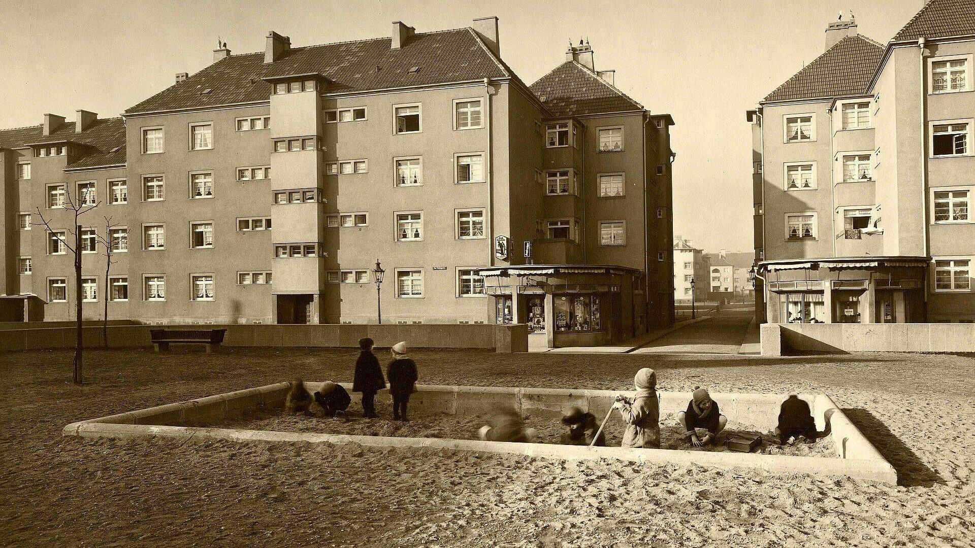 Historischer Spielplatz in der Rosenhofsiedlung in Bickendorf