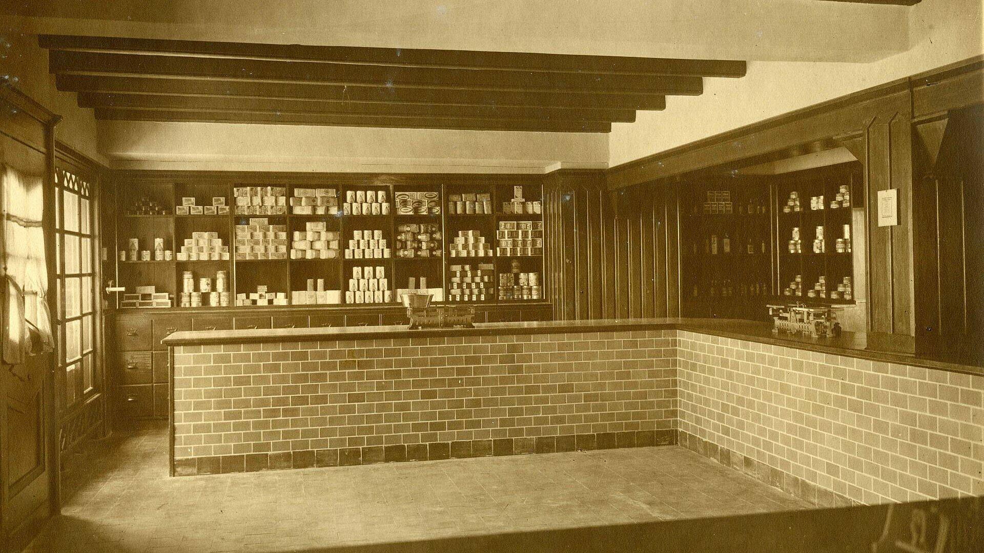 Historisches Foto von einem Ladenlokal in der Nibelungensiedlung in Mauenheim