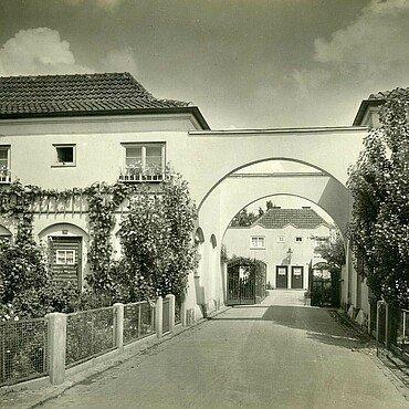 Historisches Foto von Vorgärten in der Nibelungensiedlung in Mauenheim