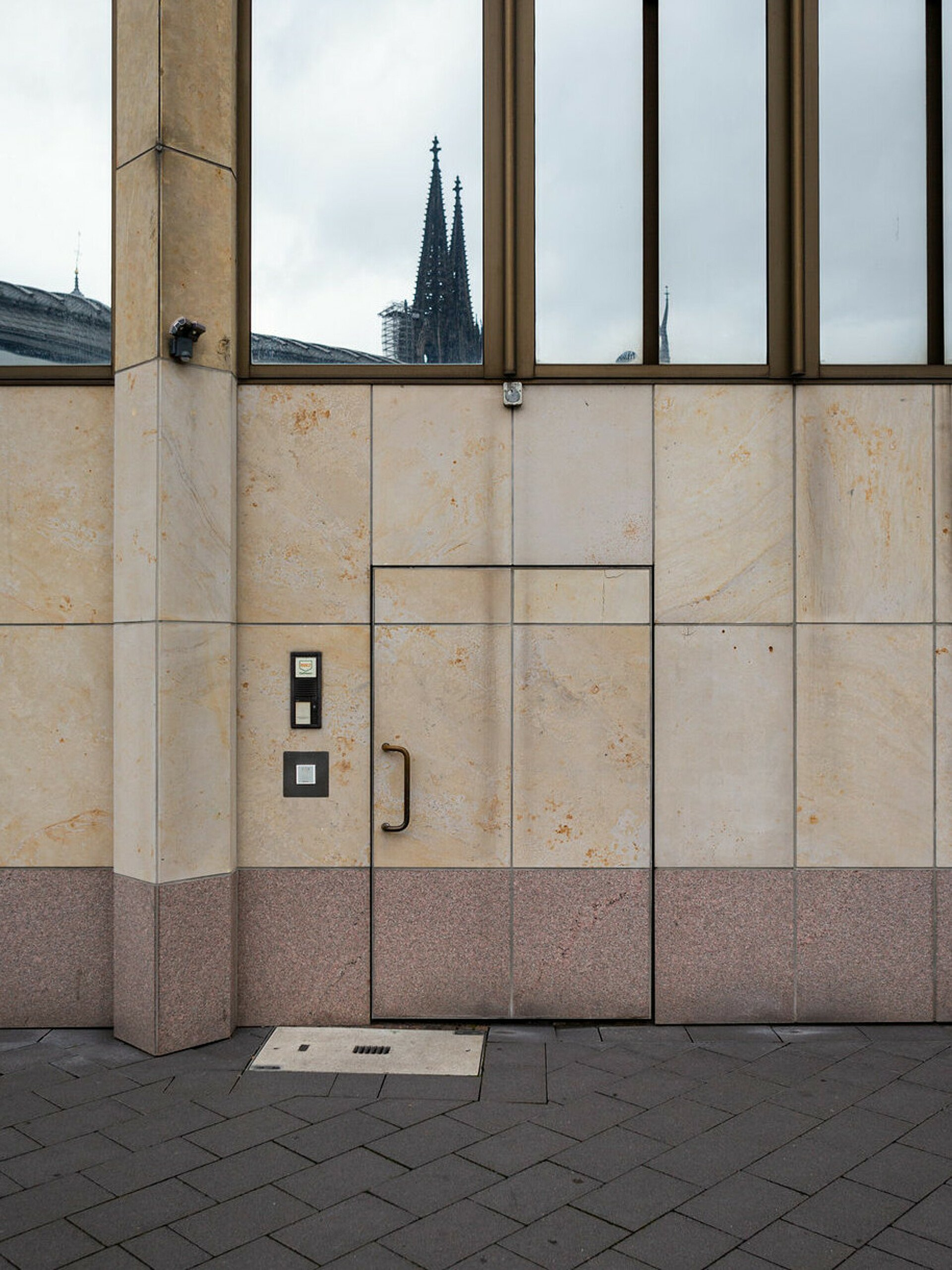 Eingang zum Riphahn-Bunker in Köln