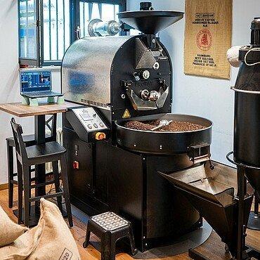 """Röstmaschine im Laden der """"Kölner Kaffeemanufaktur"""" in Lindenthal"""