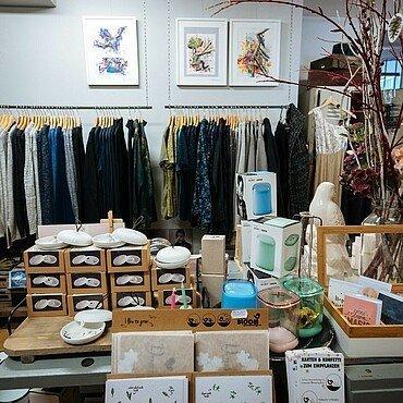 """Kleidung und Dekoration im """"Look! Conzept Store"""" im Belgischen Viertel"""