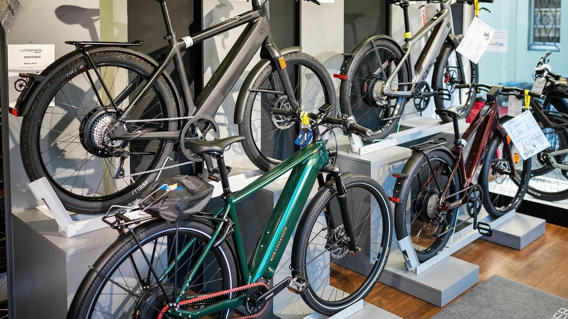 """Verschiedene Fahrräder bei """"Zweirad Prumbaum"""""""
