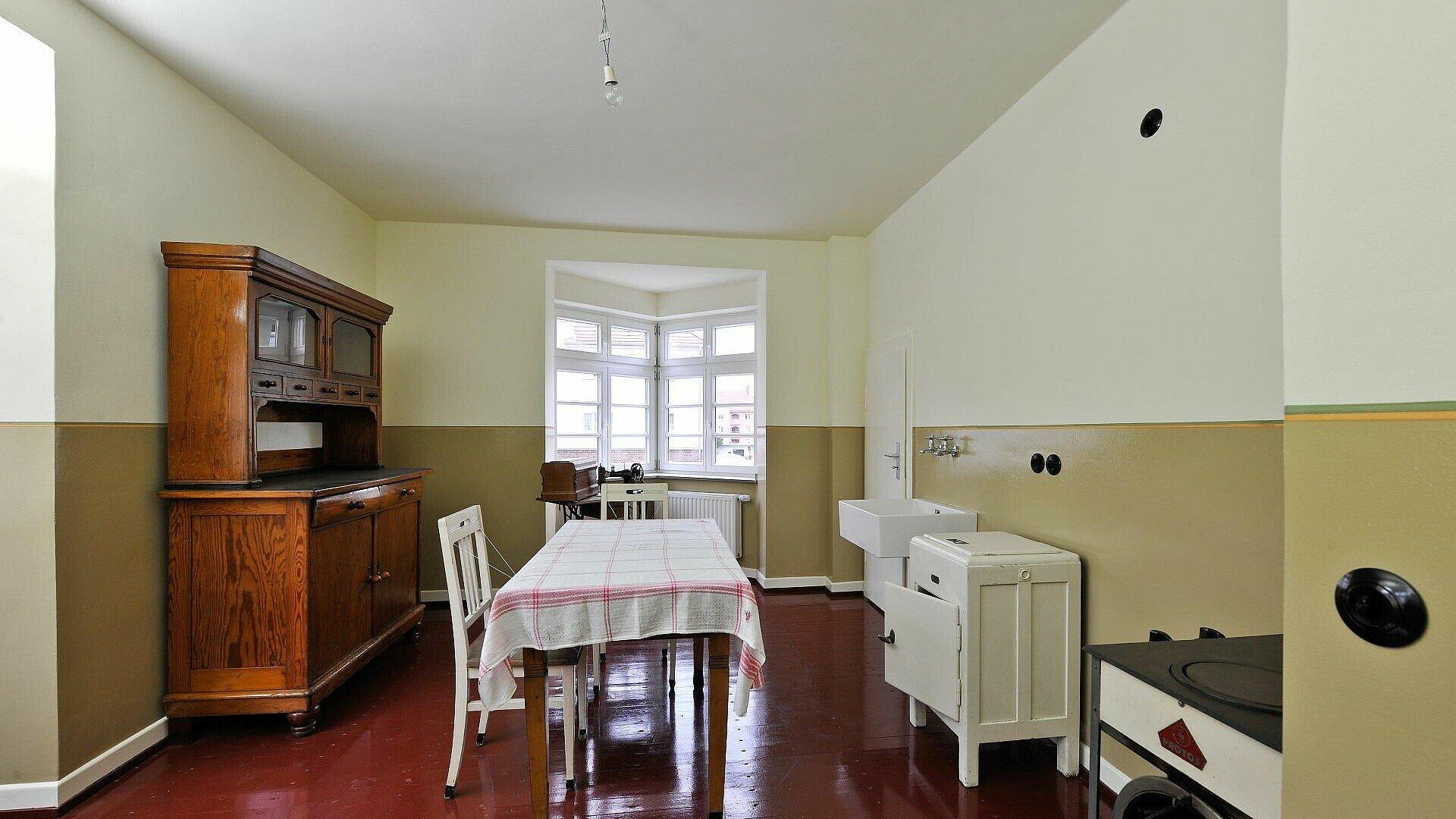 Historische Küche in der Kölner Museumswohnung in Höhenberg