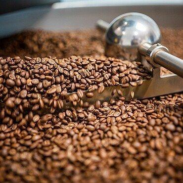 """Kaffeebohnen werden in der """"Kölner Kaffeemanufaktur"""" geröstet"""