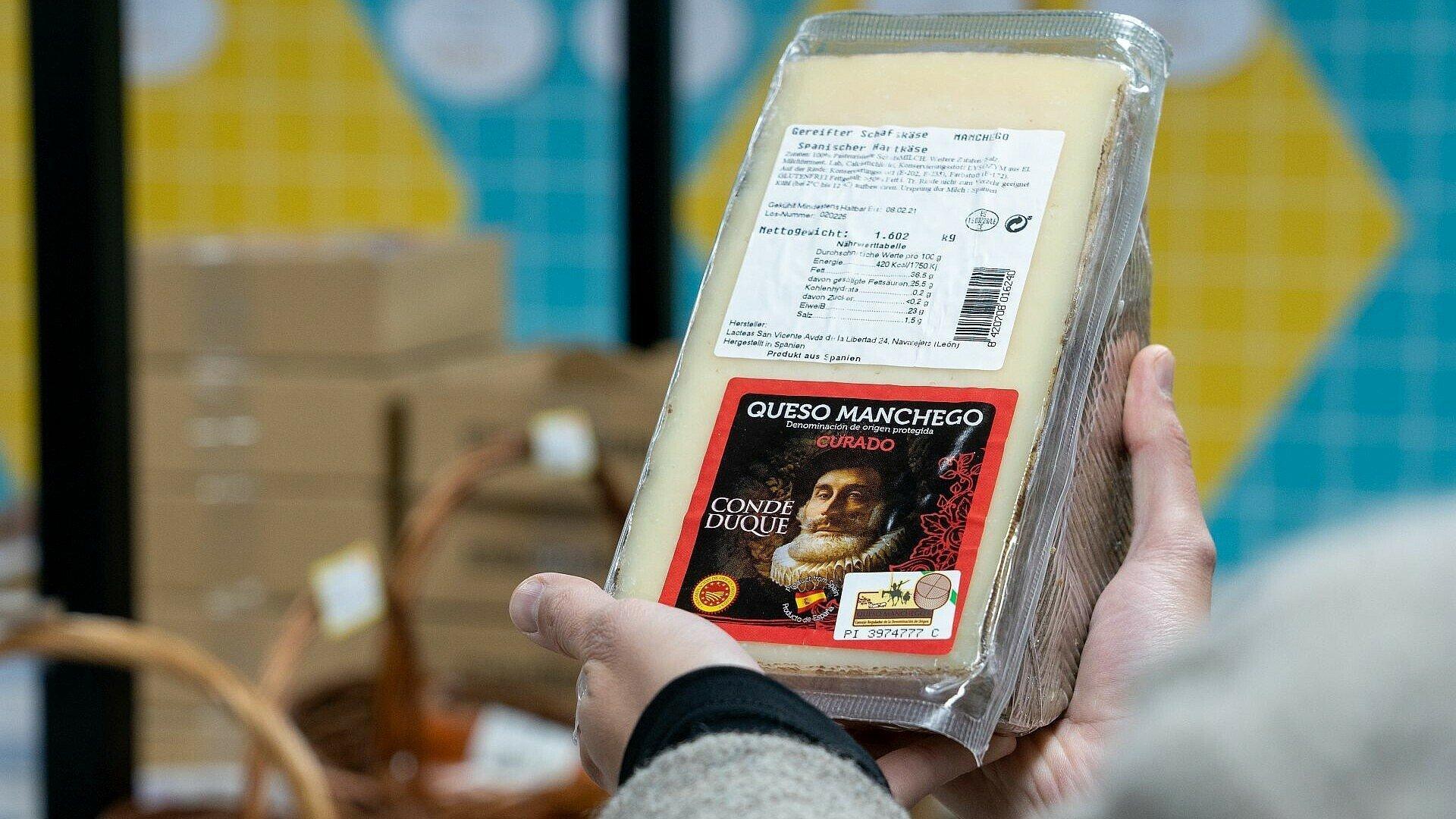 Queso Manchego im spanischen Supermarkt Solera in Bickendorf