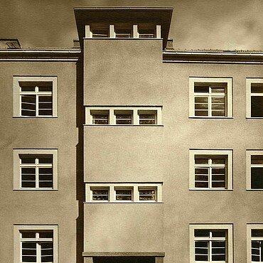 Historisches Bild von Fenstern mit Oberlicht in der Rosenhofsiedlung