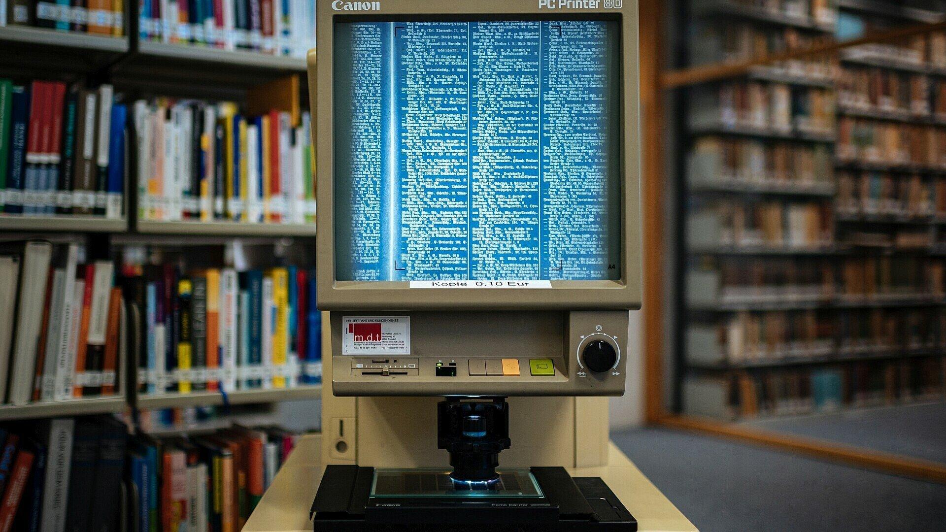 Dumont erfasst analoge Daten von Mikrofiches für digitale Listen