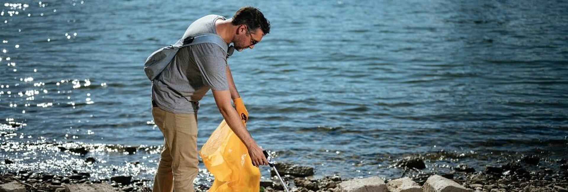 """Der Gründer der """"Krake"""" sammelt am liebsten am Rheinufer Müll"""