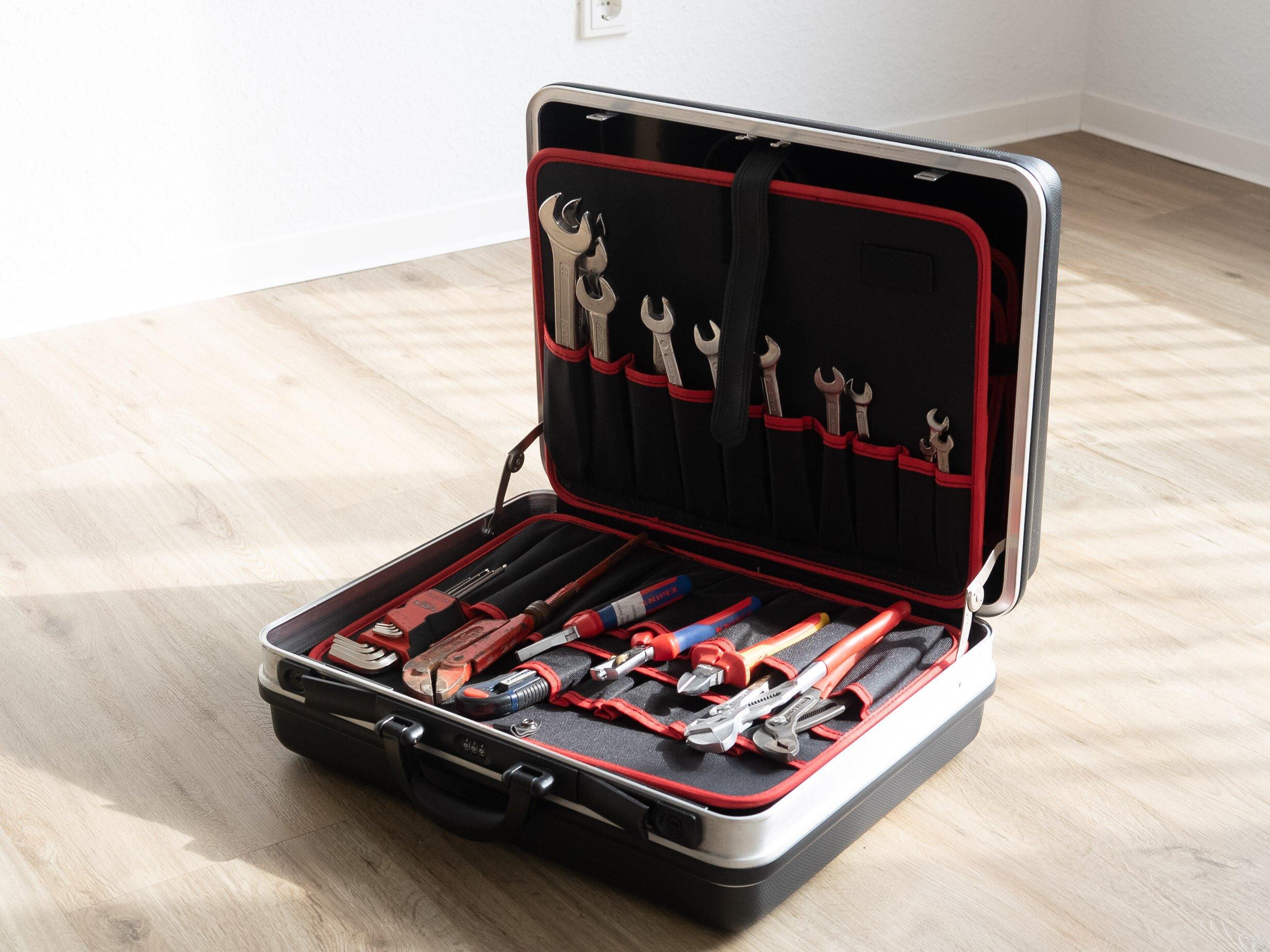 Werkzeugkoffer mit Grundausstattung an Werkzeugen
