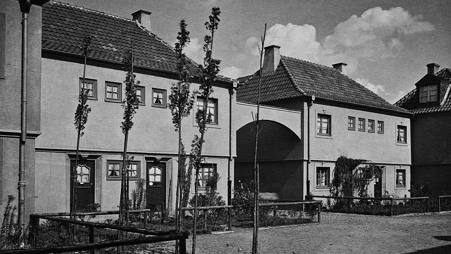 Historisches Foto von Häusern mit Vorgärten in der Siedlung Bickendorf I in Bickendorf