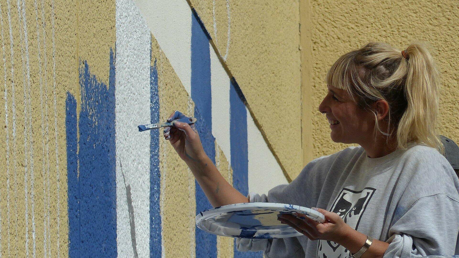 Tictone mit Pinsel und Farbpalette in Müngersdorf