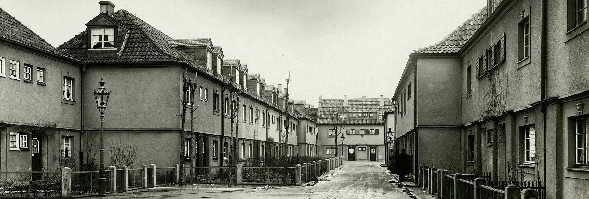 Historisches Foto der Siedlung Bickendorf I mit Blick auf Straße und Vorgärten in Bickendorf