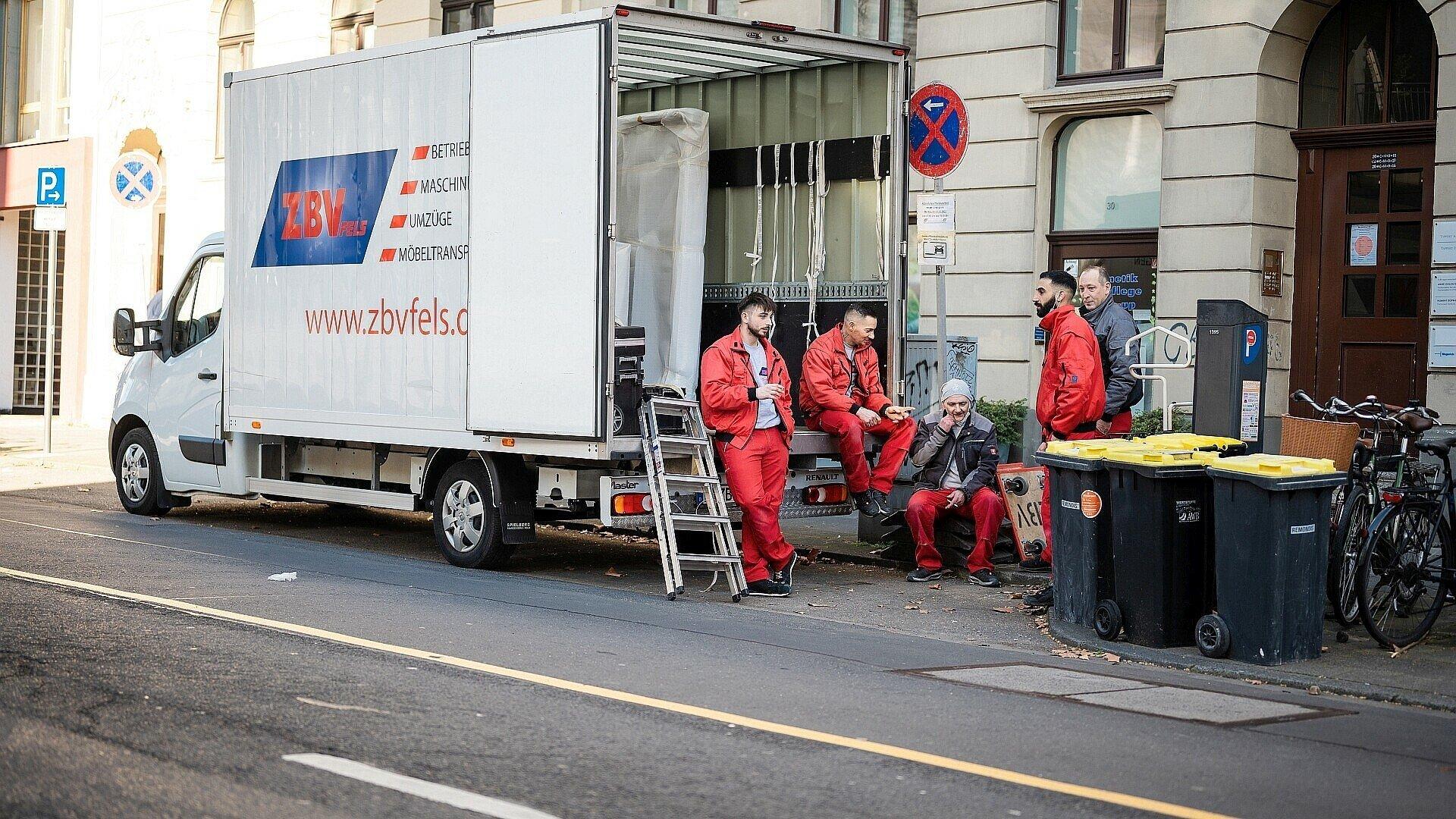 Umzugswagen ZBV Fels und Umzugshelfer