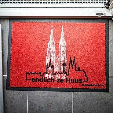 Fußmatte mit Kölner Dom vor der Balkontür