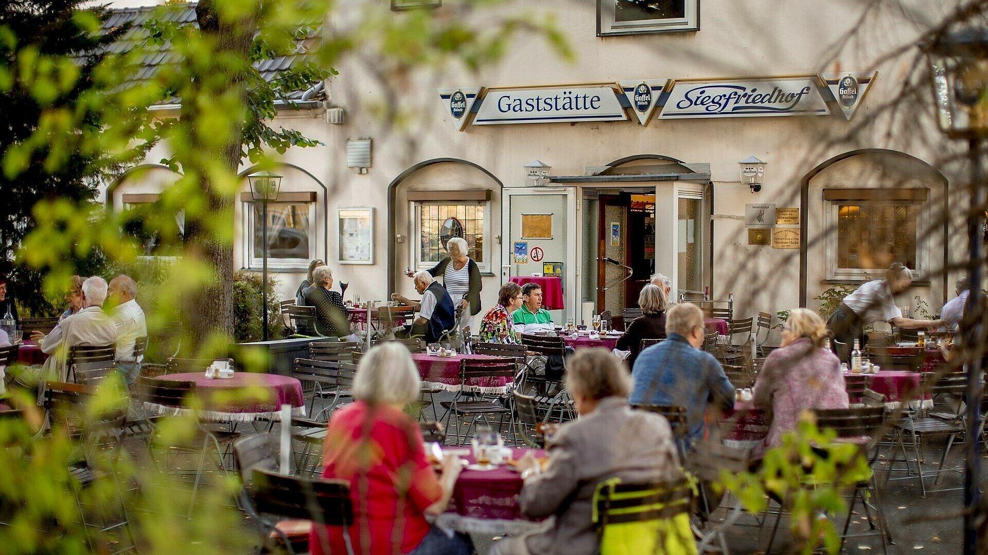 Aktuelles Foto vom Biergarten der Gaststätte Siegfriedhof in Mauenheim