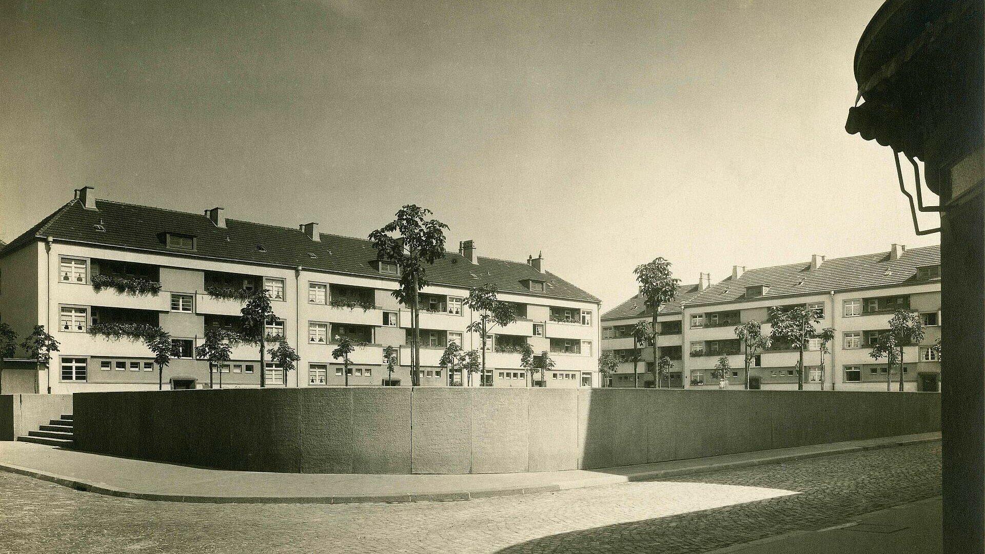 Historisches Bild vom zentralen Platz der Rosenhofsiedlung in Bickendorf