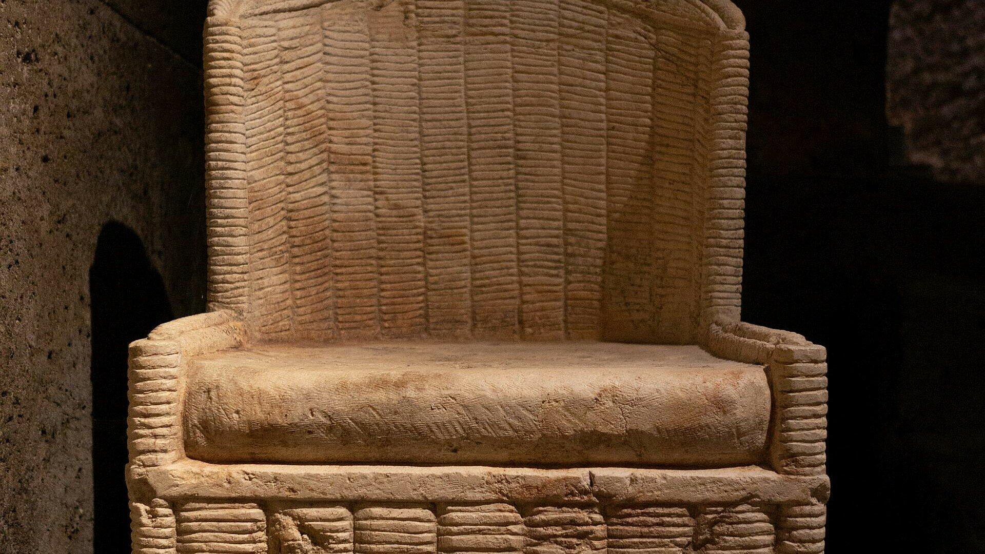 Römischer Steinsessel aus der Antike im Römergrab in Köln-Weiden