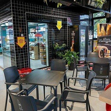 Sitzbereich des Solera Supermarktes in Bickendorf
