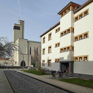 Die Kirche St. Dreikönigen in der Rosenhofsiedlung