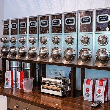 Verschiedene Kaffeesorten in der Kölner Kaffeemanufaktur