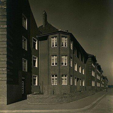 Historisches Foto von Erkern in der Germaniasiedlung in Höhenberg am Geraer Platz