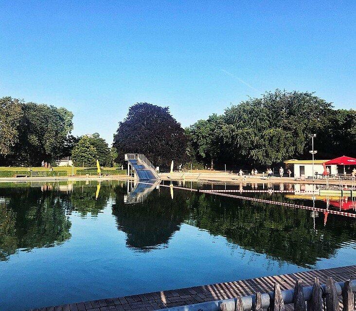 Ruhige Momente im Naturbad Lentpark im Agnesviertel