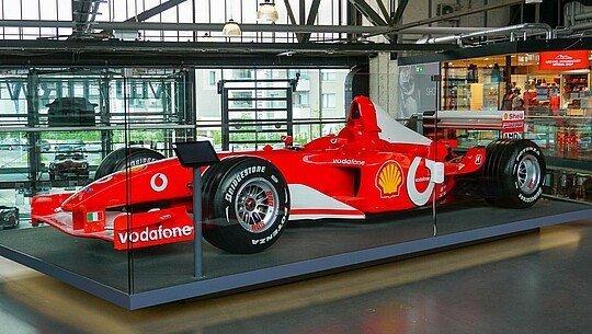 In der Motorworld Köln gibt es viele Ausstellungsstücke aus Michael Schumachers Sammlung