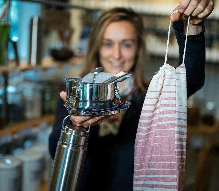Olga Witt präsentiert ihre Zero Waste-Ausrüstung für unterwegs
