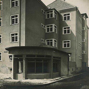 Eckhaus mit Pavillon in der Rosenhofsiedlung in Bickendorf