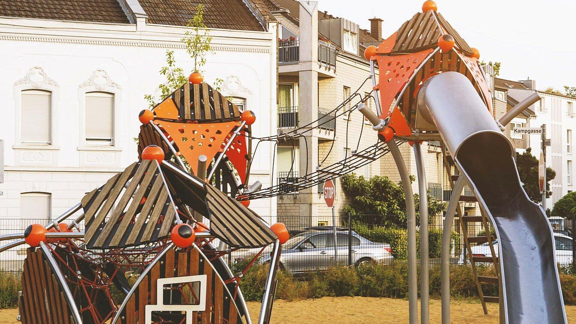 Sandburgen bauen, klettern und rutschen auf dem Spielplatz an der Kampgasse in Vingst
