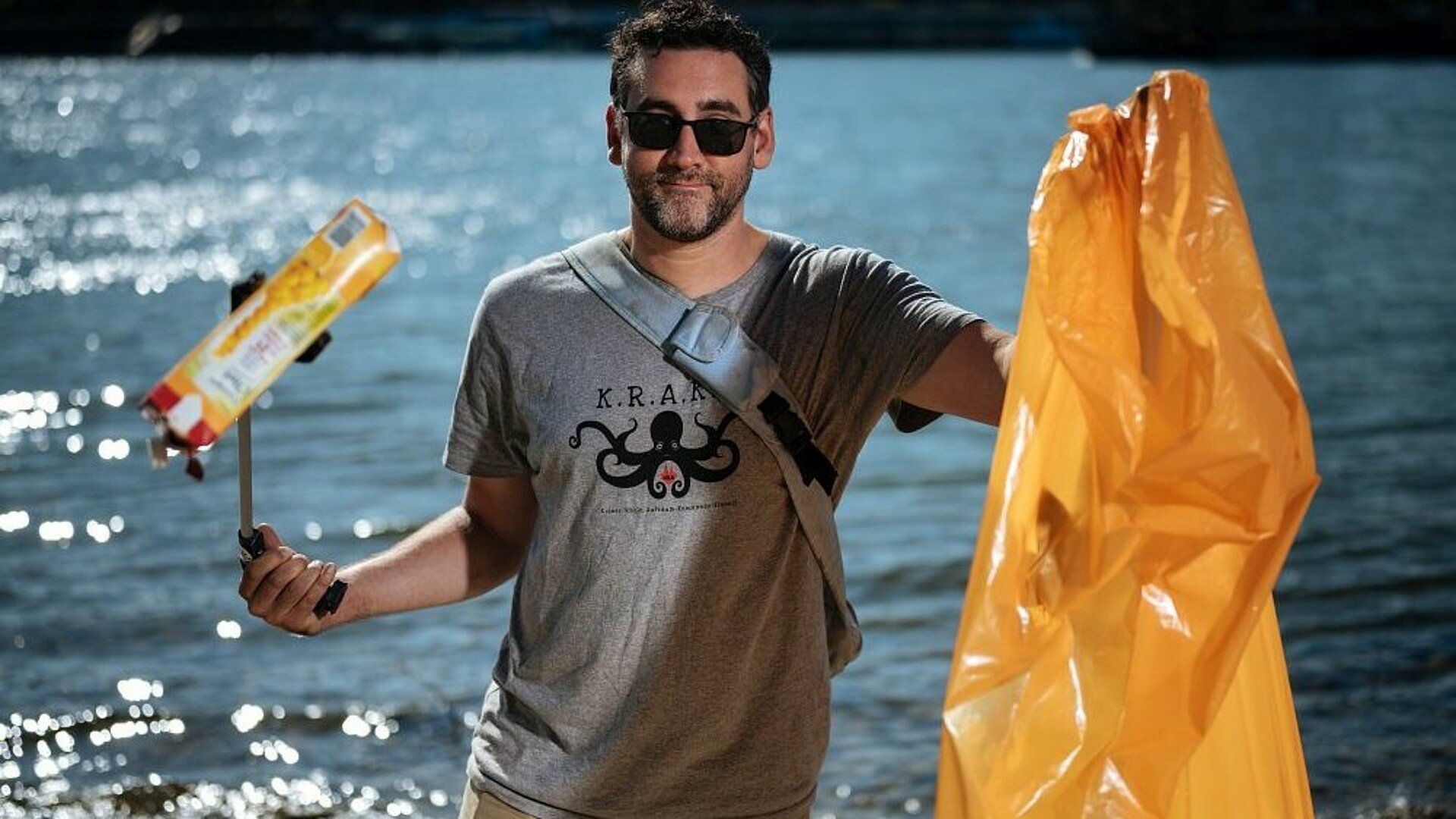 """Die """"Krake"""" beim Müllsammeln am Rhein in Köln"""