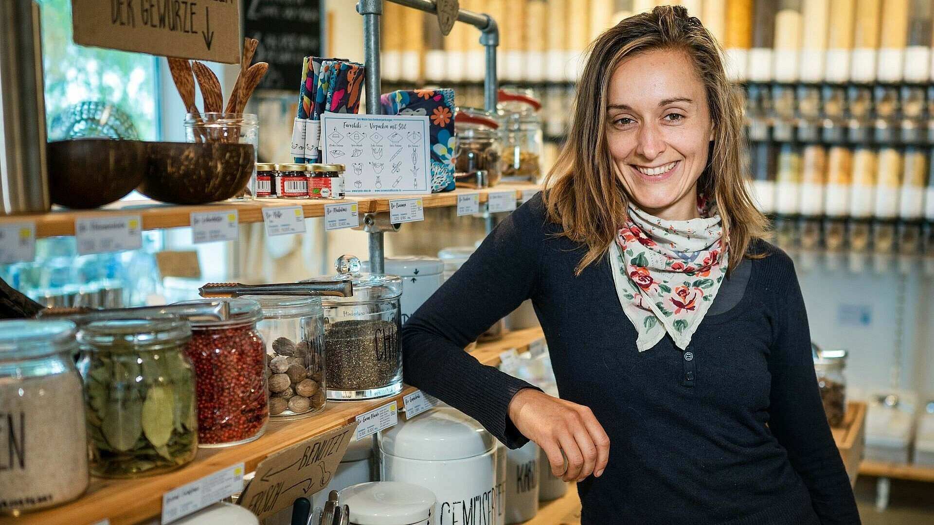 """Olga Witt in ihrem Unverpacktladen """"Tante Olga"""" in Sülz"""