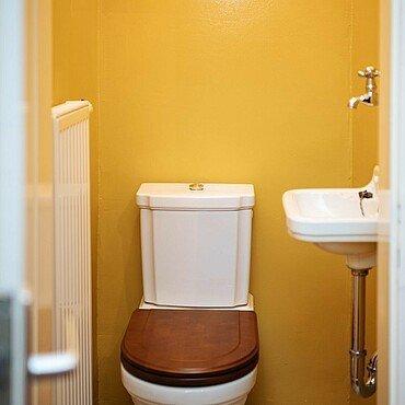 Historische Toilette in der Kölner Museumswohnung in Höhenberg