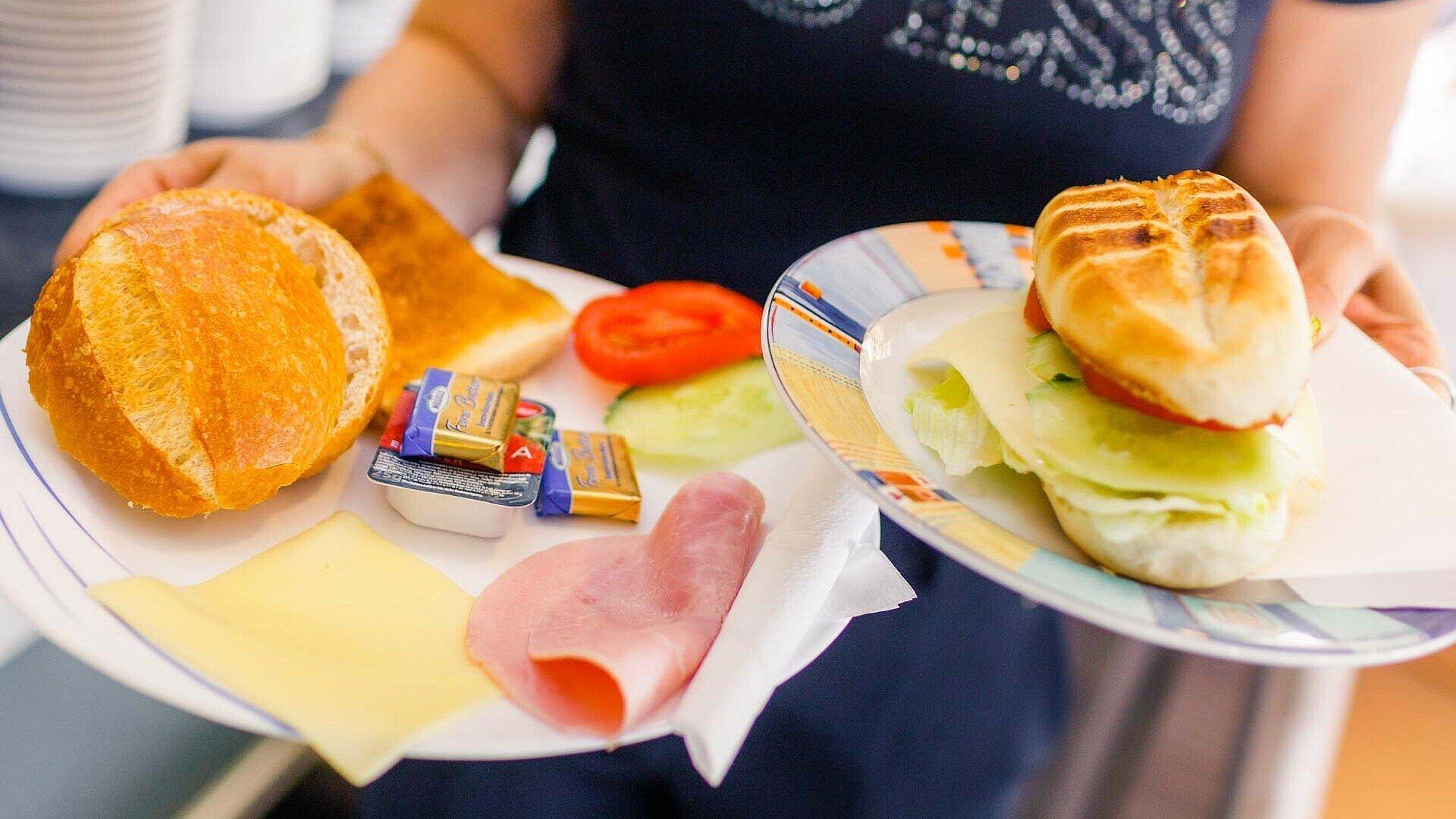 """Frühstücksteller im Eiscafé """"Orchidea"""" in Zollstock"""