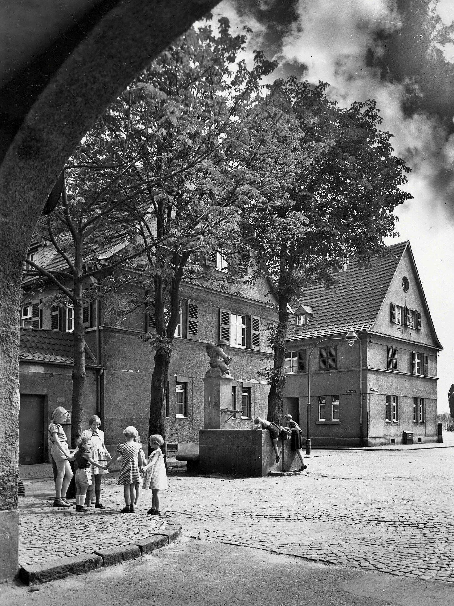 Historisches Foto von spielenden Kindern in Bickendorf I in Bickendorf