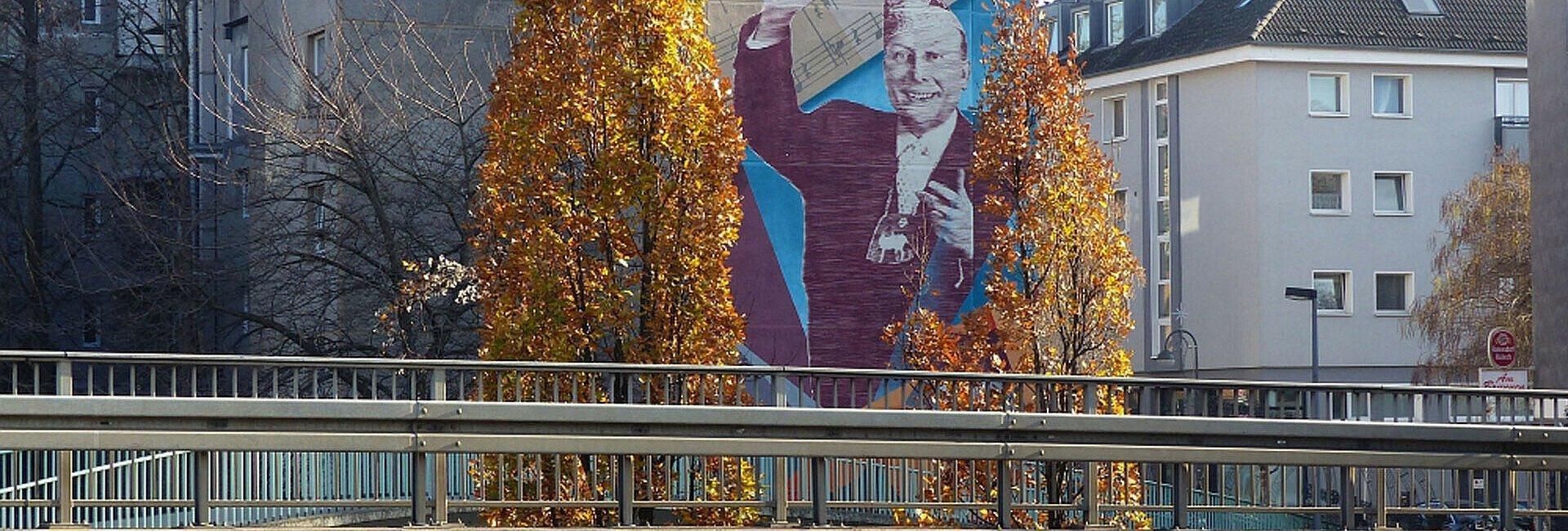 Mural des Künstlerkollektivs Highlightz am Karl-Berbuer-Platz in der Südstadt