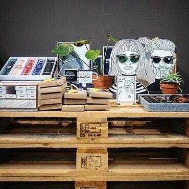 """Sonnenbrillen und Uhren im """"Look! Conzept Store"""" im Belgischen Viertel"""