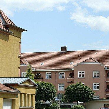 Modernisierte Häuser mit unterschiedlichen Fassaden in der Germaniasiedlung in Höhenberg
