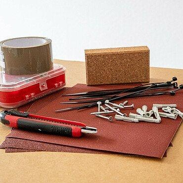 Klebeband, Kabelbinder, Nägel und Co. gehören auch in den Werkzeugkoffer