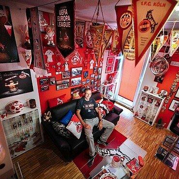 Zohus bei Norbert Blum in seinem FC-Zimmer in Kalk