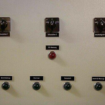 Schaltzentrale für die Luftversorgung im Atombunker Kalk