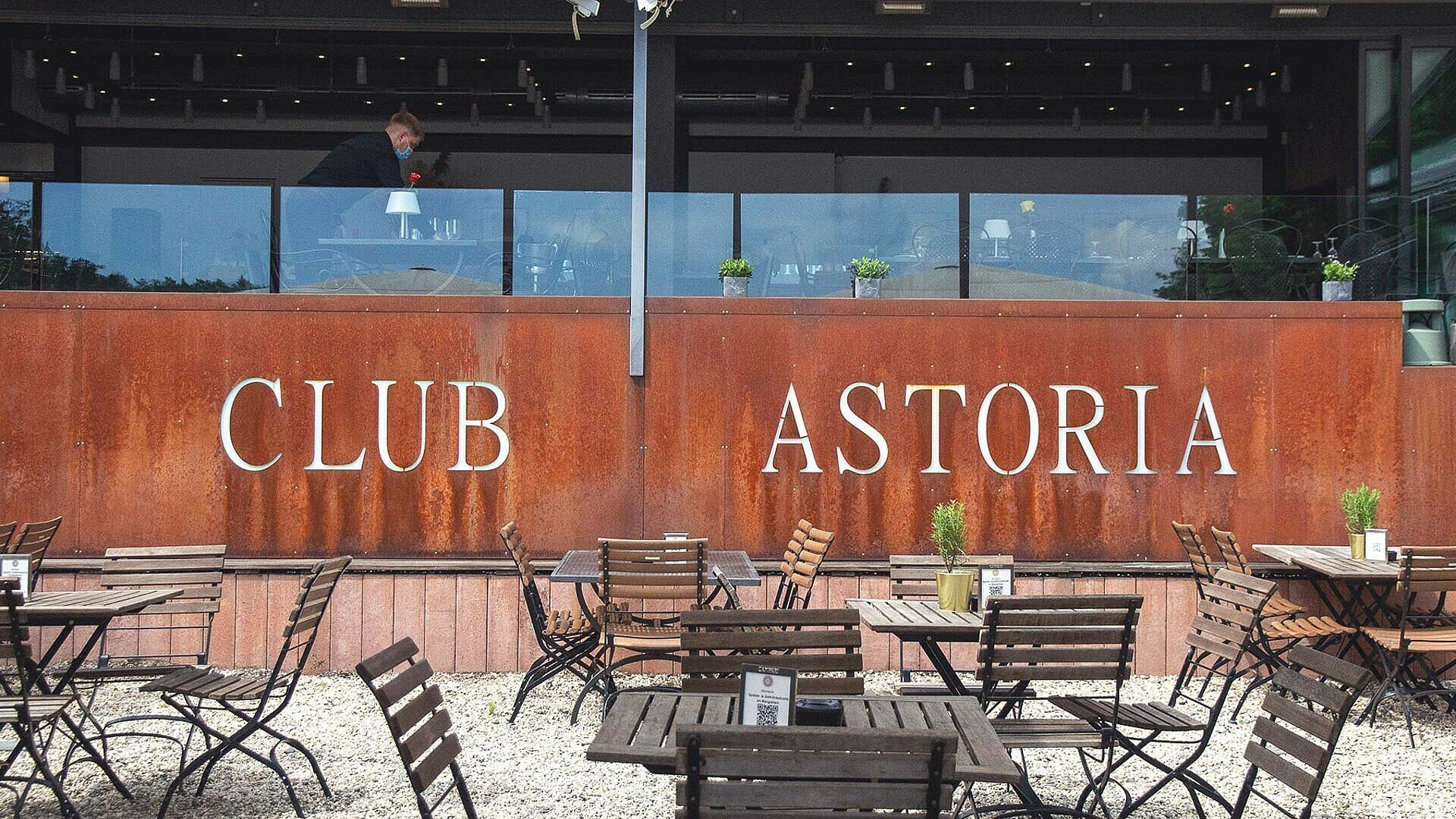 Club Astoria am Adenauer Weiher in Müngers-dorf