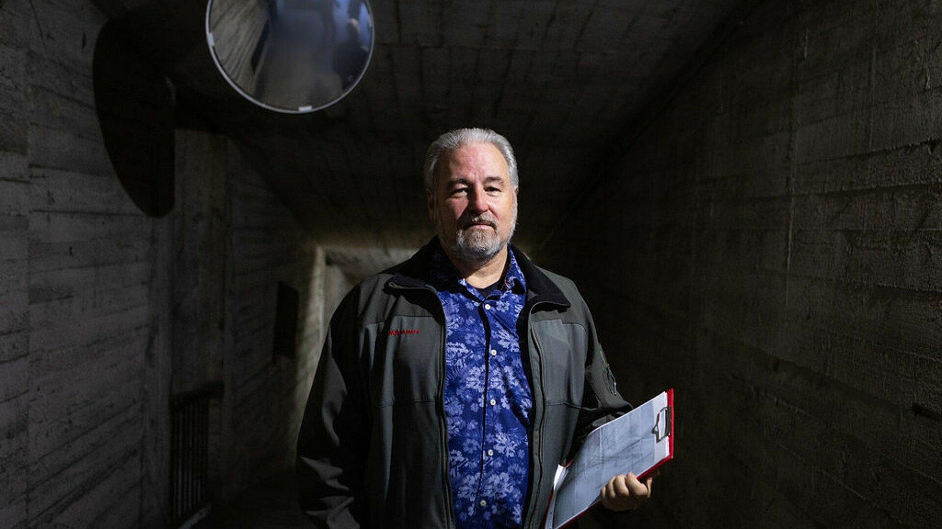 Robert Schwienbacher im Riphahn-Bunker in Köln