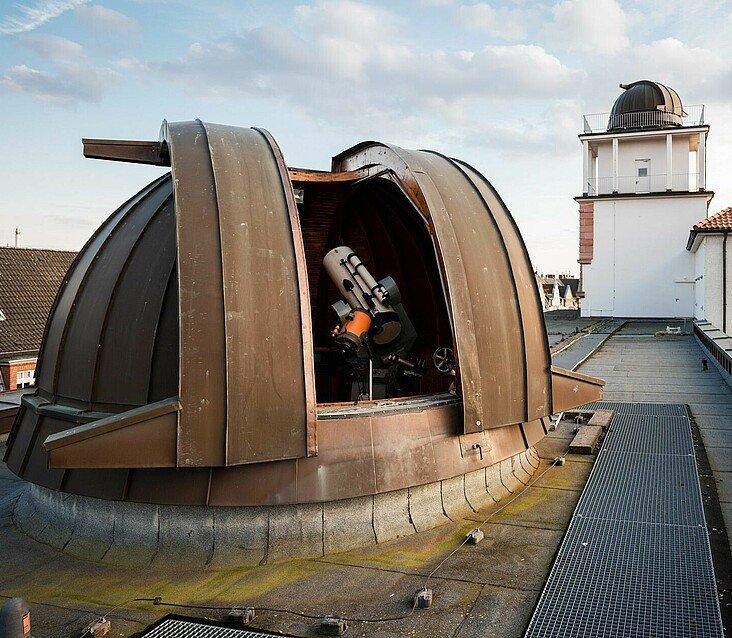 Kuppel des Planetariums auf dem Dach es Leonardo-da-Vinci-Gymnasiums in Köln-Nippes