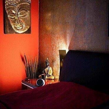 Zohus bei den Blums im Schlafzimmer mit asiatischer Deko
