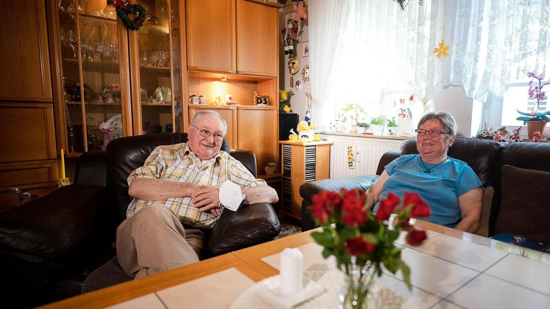 Ehepaar Neubert im Wohnzimmer in der Germaniasiedlung in Höhenberg